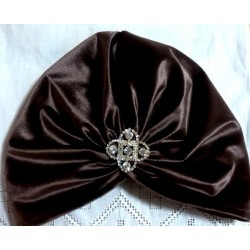 Turbante terciopelo color chocolate y broche joya